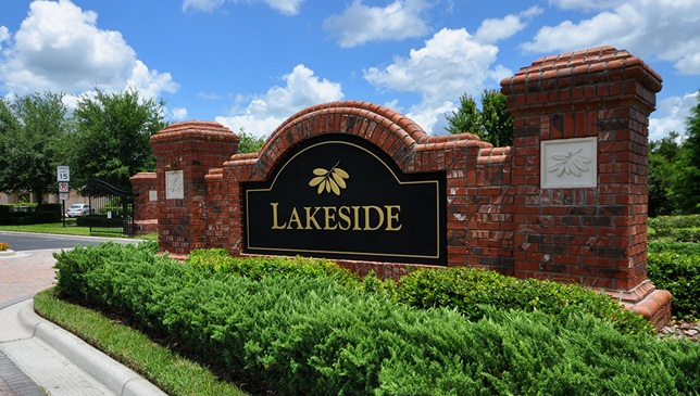 Lakeside-Entrance-Sign